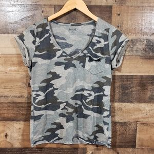 Mudd camouflage v-neck shirt with skull cuffs